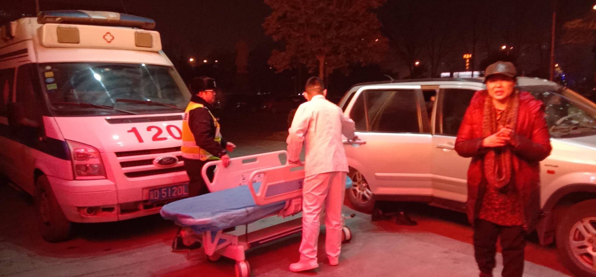 邯郸:为脑出血病人争取时间民警上演生死时速