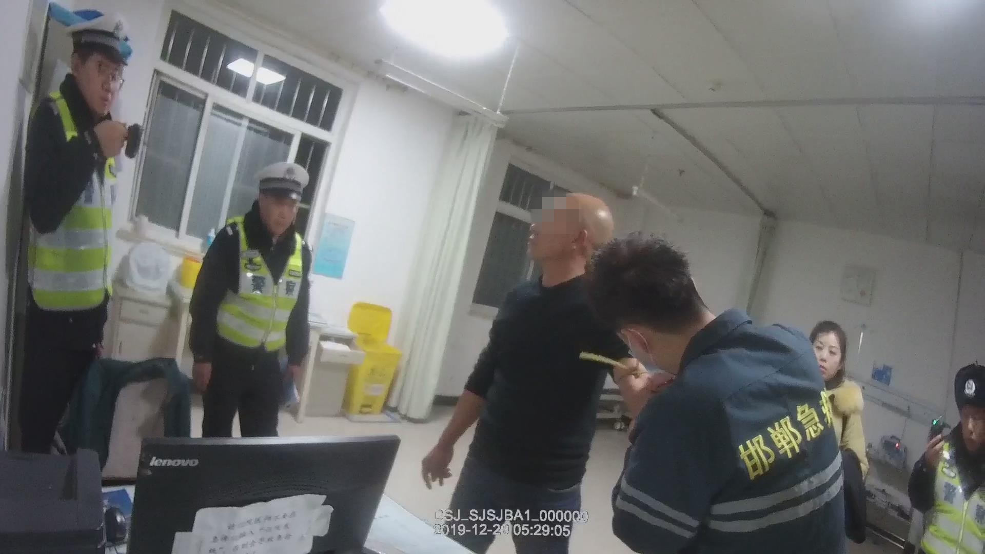 邯郸:男子醉驾肇事逃逸 巡逻民警及时将其拦停